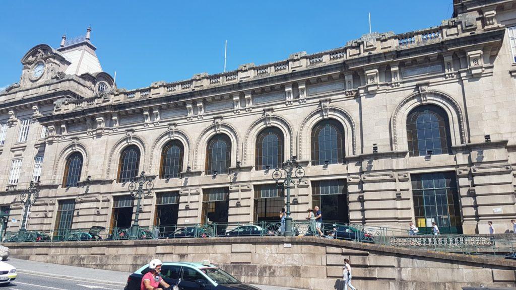 Jakobsweg - Meine-Spiritualitaet.de - Der Bahnhof Porto São Bento von außen.