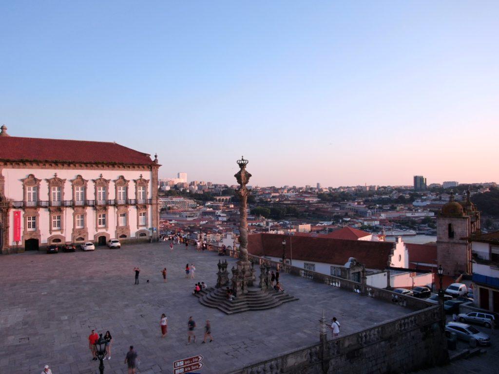 Vorplatz der Kathedrale in Porto aus Sicht unserer Drohne